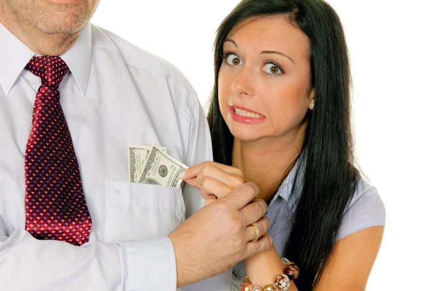 Когда женщины платят алименты едва замечал
