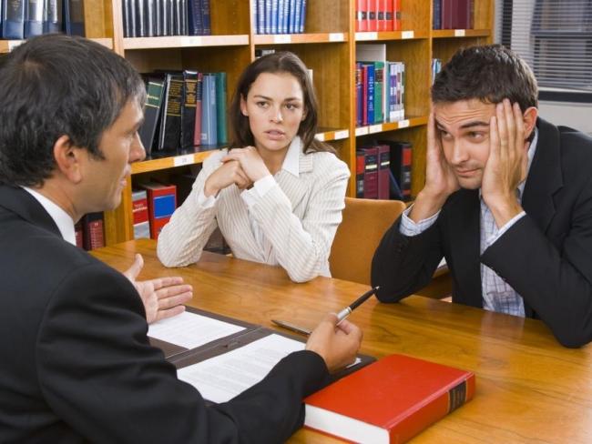 Развод во время беременности жены через ЗАГС и через суд